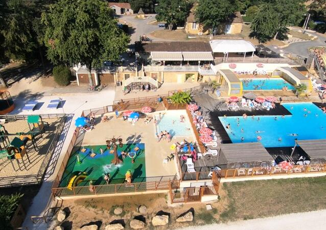Camping Domaine Des Chenes Verts ****