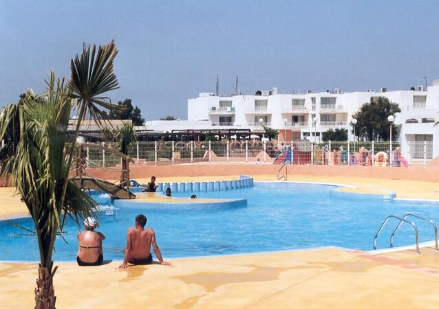 Village club rives des corbi res location port leucate - Camping rives des corbieres port leucate ...
